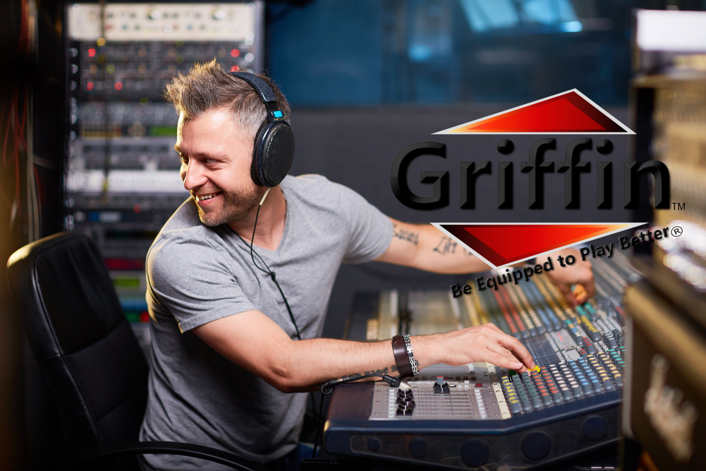 Studio Rack Mount Stands By Griffin For Mixers And
